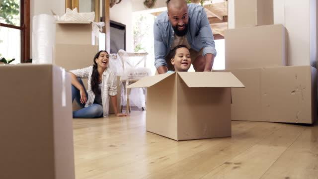 vídeos de stock e filmes b-roll de family always pushes you to do better in life - empurrar atividade física