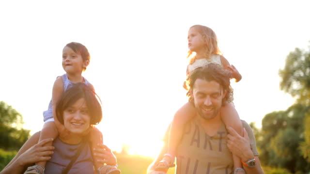 семья и sun - центральная европа стоковые видео и кадры b-roll