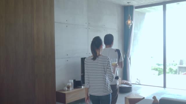 ご自宅のご家族  - 居間点の映像素材/bロール