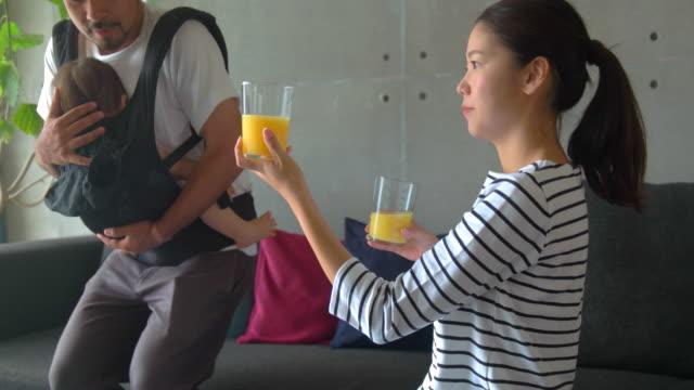 vidéos et rushes de famille à la maison  - seulement des japonais
