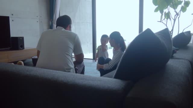 ご自宅のご家族  - 家族点の映像素材/bロール