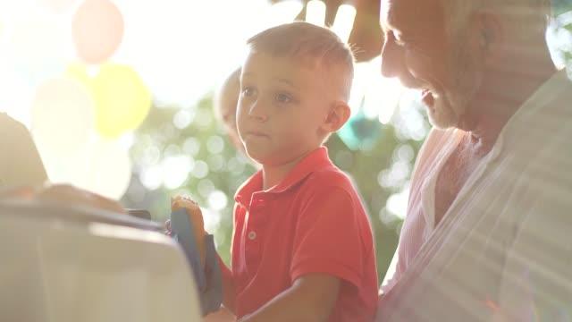 Festa de família quintal - vídeo