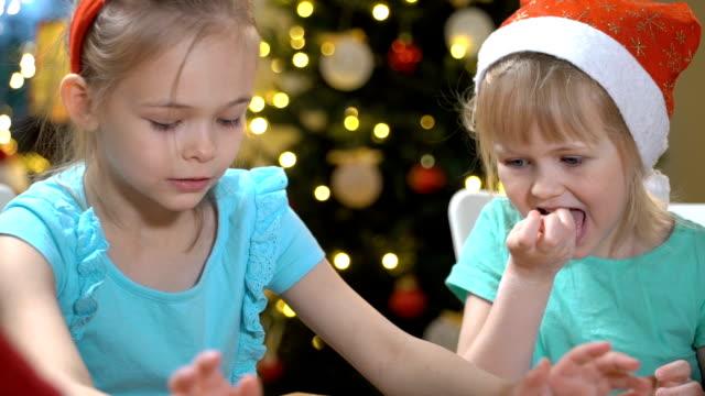 vídeos y material grabado en eventos de stock de galletas de navidad para hornear en familia. - galleta dulces
