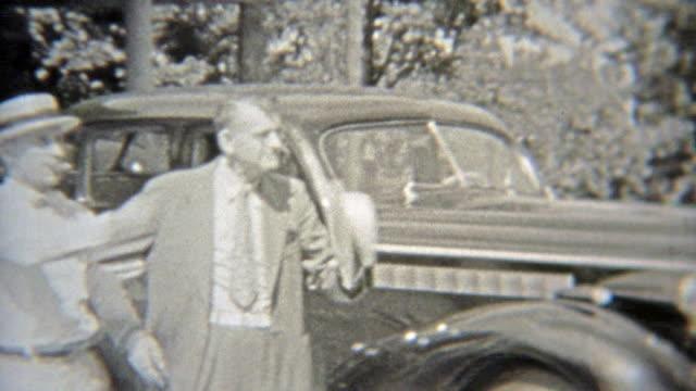 1937: über die familie berufen um in den rahmen des bildes zu erhalten. - editorial videos stock-videos und b-roll-filmmaterial