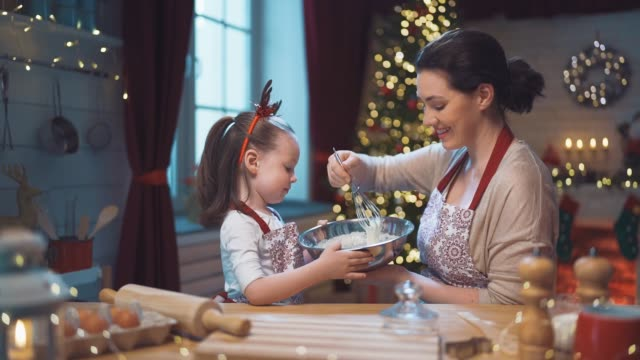 vídeos de stock e filmes b-roll de family cooking christmas cookies. - christmas cooking