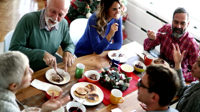 family having breakfast on christmas morning. - cena natale video stock e b–roll