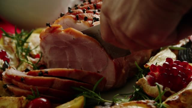 family having christmas dinner with glazed holiday ham with cloves, vegetables, minced pies and eggnog orange trifle - cena natale video stock e b–roll