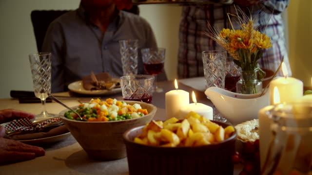 family having traditional holiday stuffed turkey dinner - 4k video - thanksgiving turkey стоковые видео и кадры b-roll
