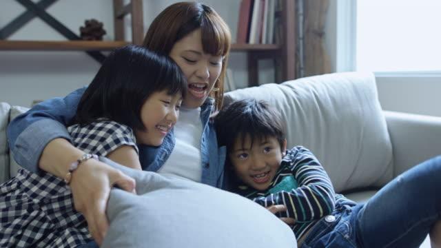 ご家族との触れ合い - 母娘 笑顔 日本人点の映像素材/bロール