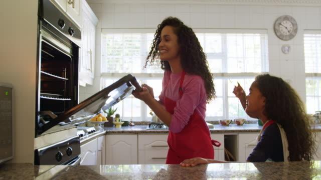 vídeos de stock e filmes b-roll de family making christmas cookies at home - cooker happy