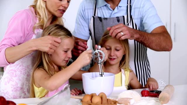 family making pastry together - 30 39 år bildbanksvideor och videomaterial från bakom kulisserna