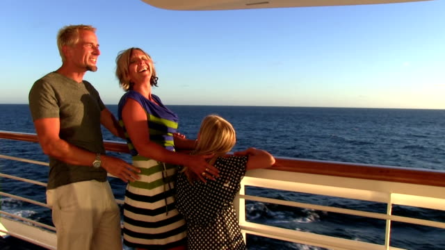 stockvideo's en b-roll-footage met family on cruise during sunset pointing at sights - cruise