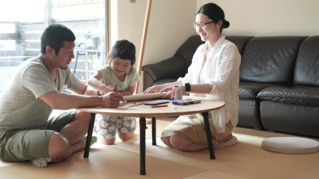 自宅のご家族でご一緒に - 家族 日本人点の映像素材/bロール