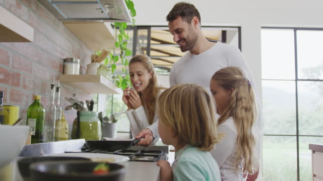 vídeos de stock e filmes b-roll de family preparing food in kitchen at home 4k - cooker happy