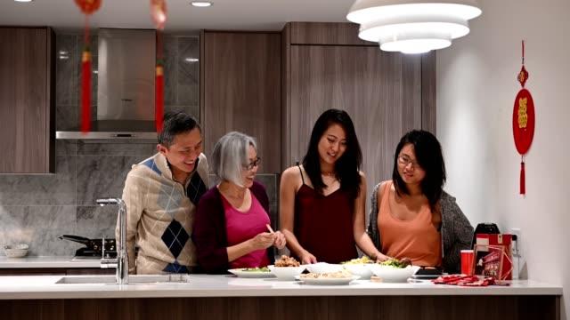 家庭準備中國新年 - chinese new year 個影片檔及 b 捲影像