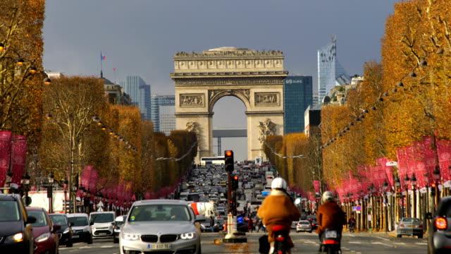 famous champs-elysees and arc de triomphe in paris - parigi video stock e b–roll
