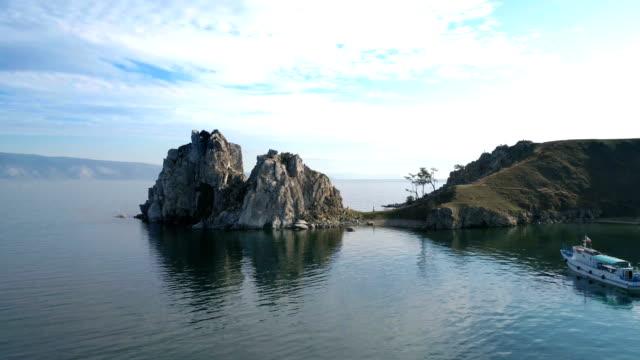 vídeos de stock e filmes b-roll de a famous tourist site. symbol of lake baikal. - lago baikal