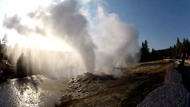 stockvideo's en b-roll-footage met fan and mortar geysers - yellowstone national park