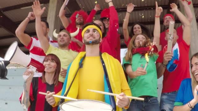 vídeos de stock e filmes b-roll de fans at stadium together - campeão soccer football azul