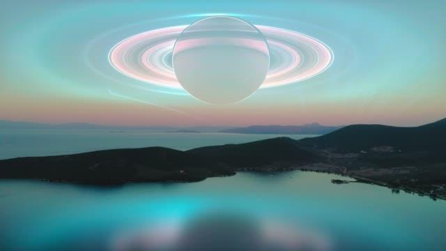 Fantasy-Landschaft Sonnenuntergang mit Saturn im Hintergrund. – Video