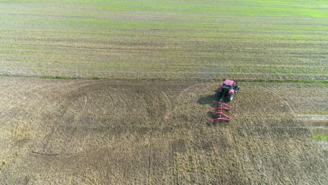 landwirt eggen ernte feld im spätsommer - aerial view soil germany stock-videos und b-roll-filmmaterial
