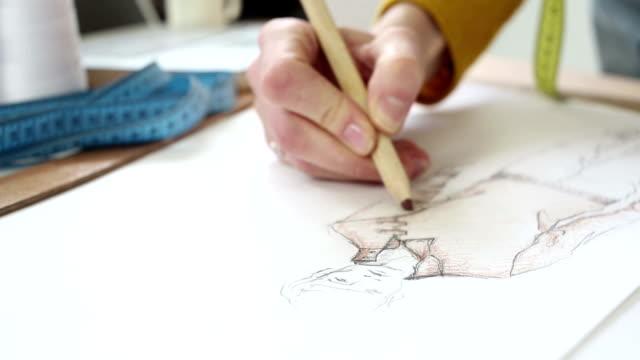 vídeos y material grabado en eventos de stock de diseñador de moda - bocetos de diseños de moda