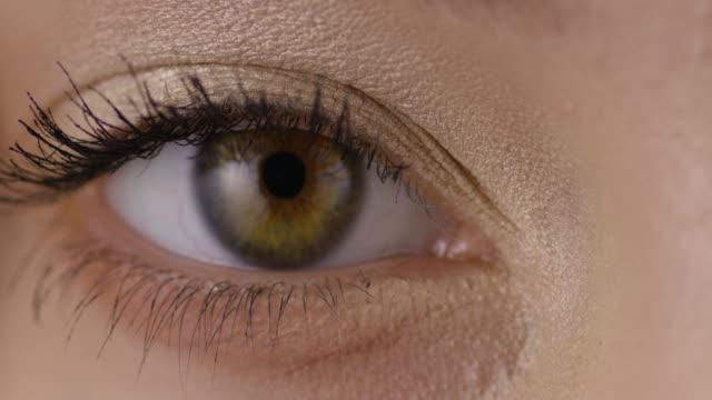 stockvideo's en b-roll-footage met fotomodel close-up. modieuze video. slow-motion. - ooglid