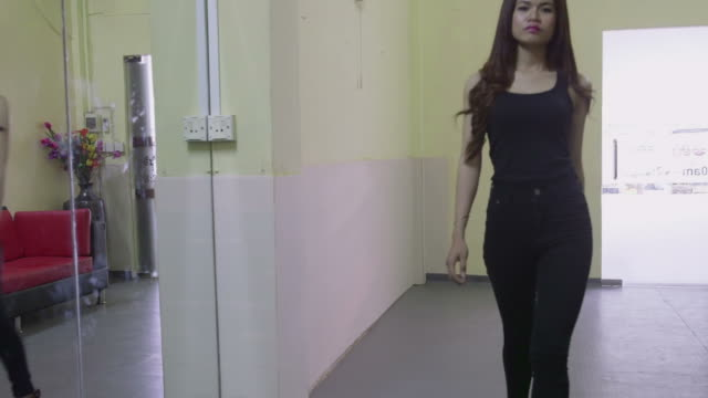 Fashion school lesson, people, woman, model, girl modeling, catwalk training video