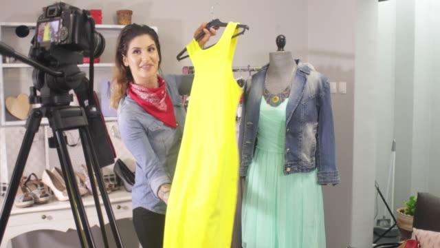 fashion vlogging - influencer filmów i materiałów b-roll