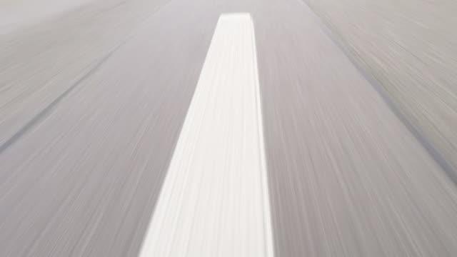 高速車のドライブ オン ハイウェイ - 車点の映像素材/bロール