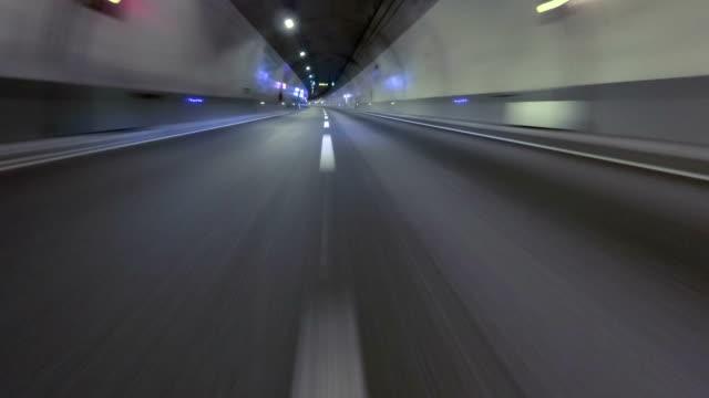 vídeos de stock, filmes e b-roll de rápido, dirigindo em um túnel vazio. veículo atingido - velocidade