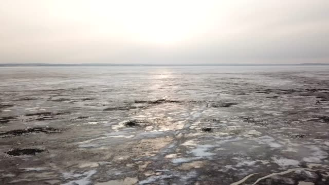 fast flying above melting ice. vast reserves of sweet water. concept of global warming - ghiaccio galleggiante video stock e b–roll