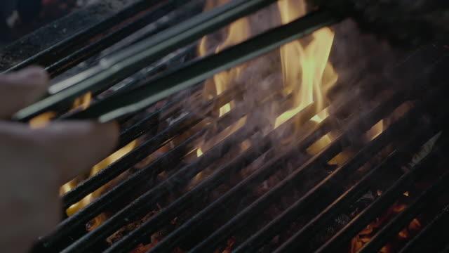 fast food barbecue steak cooking on the fire grill - szpatułka przybór do gotowania filmów i materiałów b-roll