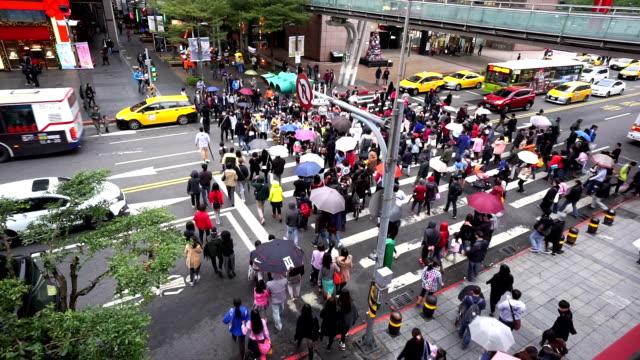 Rápido avance del agitado centro de la ciudad de Taipei, Taiwán, China - vídeo