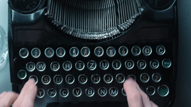 LD Fast key pressing on old typewriter video