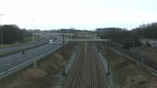 stockvideo's en b-roll-footage met fast train and highway near schiphol airport - schiphol
