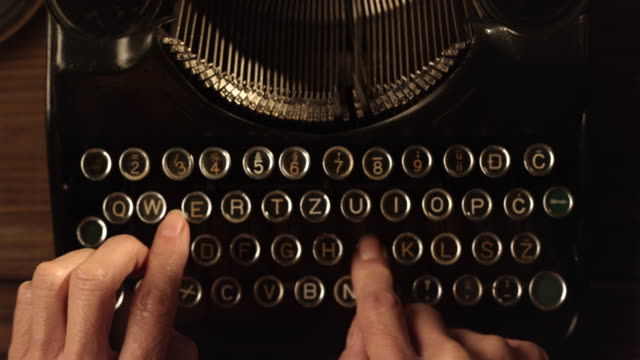 LD Fast typing on an old typewriter video