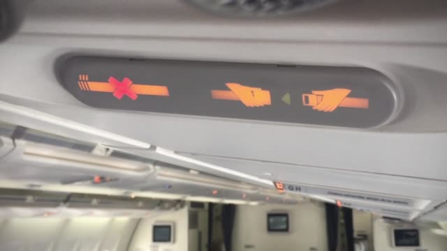 fasten your seat belt, no smoking sign. close-up. - sedili aereo video stock e b–roll