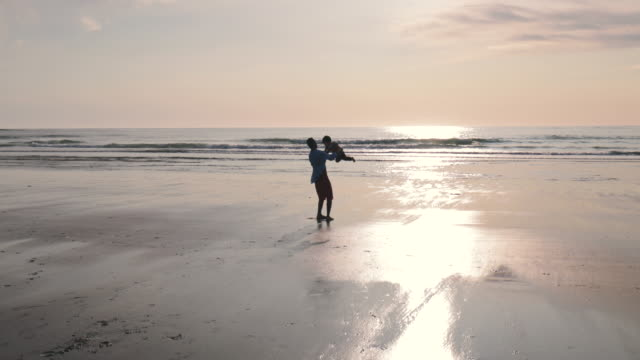 father and son on the beach - padre single video stock e b–roll