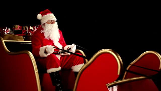 hd dolly: weihnachtsmann reiten auf dem schlitten - nikolaus stiefel stock-videos und b-roll-filmmaterial