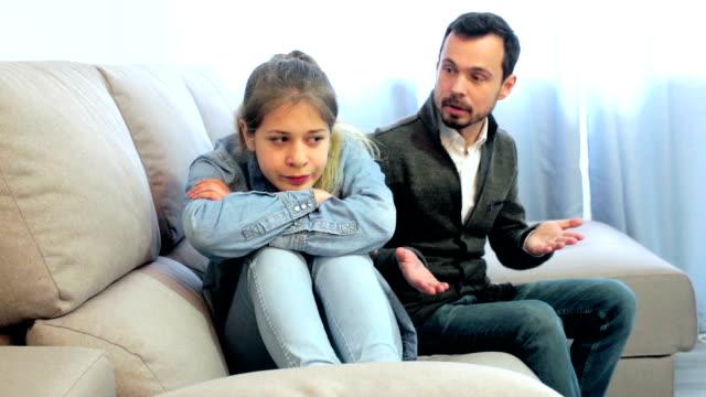 father having disagreement with daughter teenager - один родитель стоковые видео и кадры b-roll