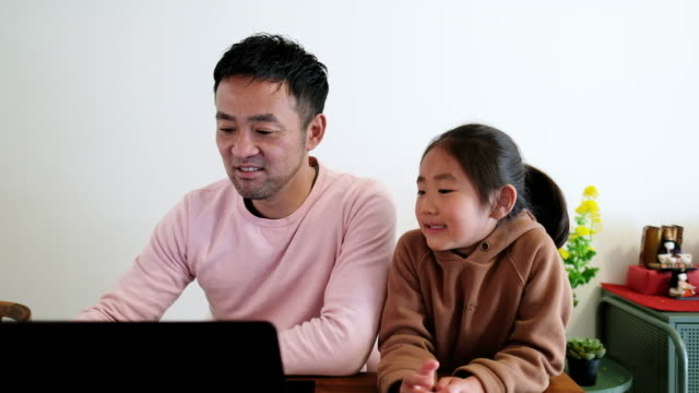 father working from home with daughter - padre single video stock e b–roll