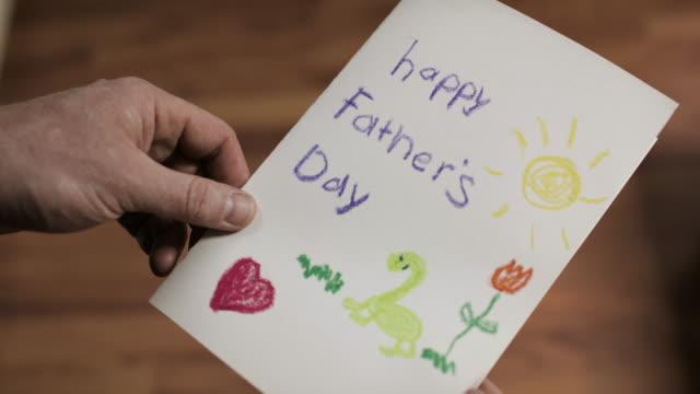 vídeos de stock, filmes e b-roll de cartão do dia dos pais - fathers day