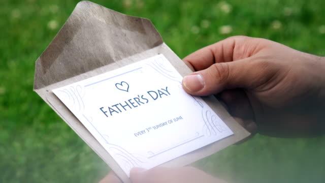 vídeos de stock, filmes e b-roll de dia do pai (a cada 3 domingo de junho) carta - fathers day