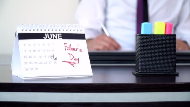fars dag - speciella dagar - calendar workout bildbanksvideor och videomaterial från bakom kulisserna