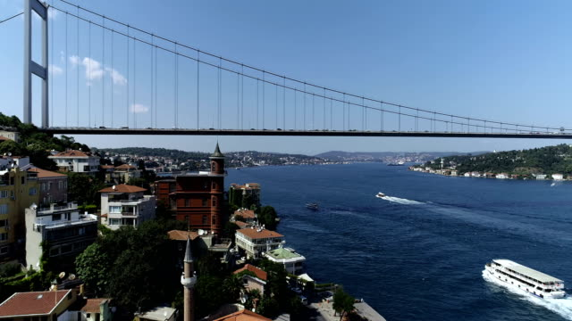 vídeos de stock e filmes b-roll de fatih sultan mehmet bridge with bosphorus - istambul