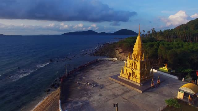 2月12日。2016. 仏教の塔.寺院の複合体。日の出の伝統的な寺院の空中写真。 - サムイ島点の映像素材/bロール
