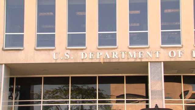 vídeos de stock, filmes e b-roll de prédio federal education_pan1 em full hd (1080/24p - exteriores de escola