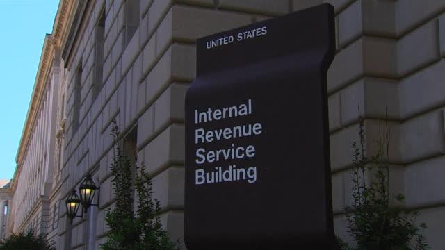 hd federal building irs_zoomout1 (1080/24p) - cumhuriyet günü stok videoları ve detay görüntü çekimi