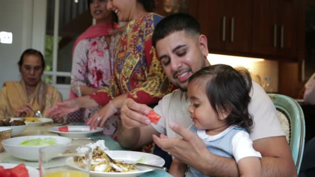 кормление ребенка - кормить стоковые видео и кадры b-roll